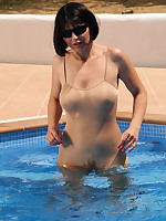 Pantyhose Diva gets wet in her swimming pool | PantyhoseDiva.com